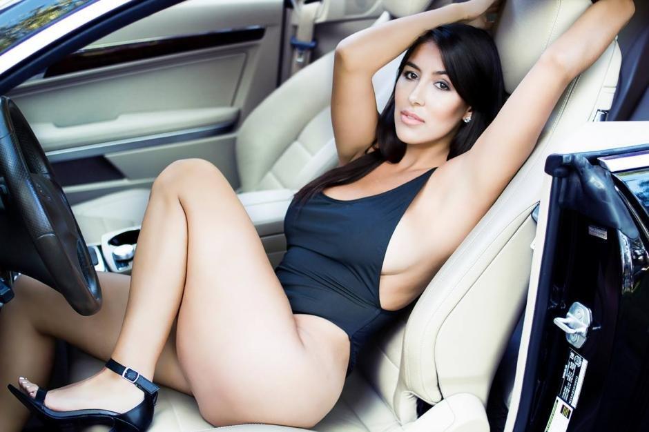 un-mercedes-e-coupe-si-o-bruneta-focoasa-96e041aa9ca0883360-940-0-1-95-1