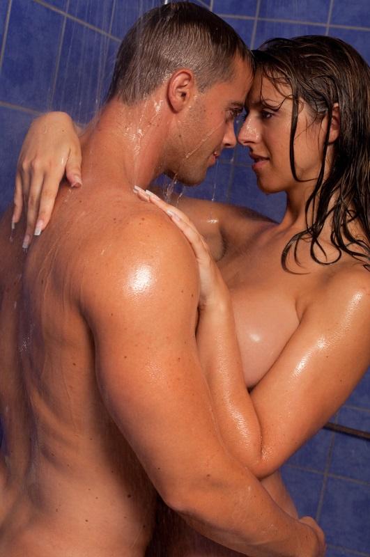 Couple shower   © Lucenet Patrice/Oredia